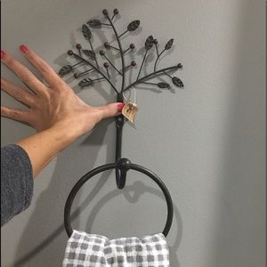 NWT Hand Towel Holder